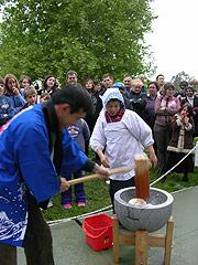 Delegation from Nara making 'mochi'